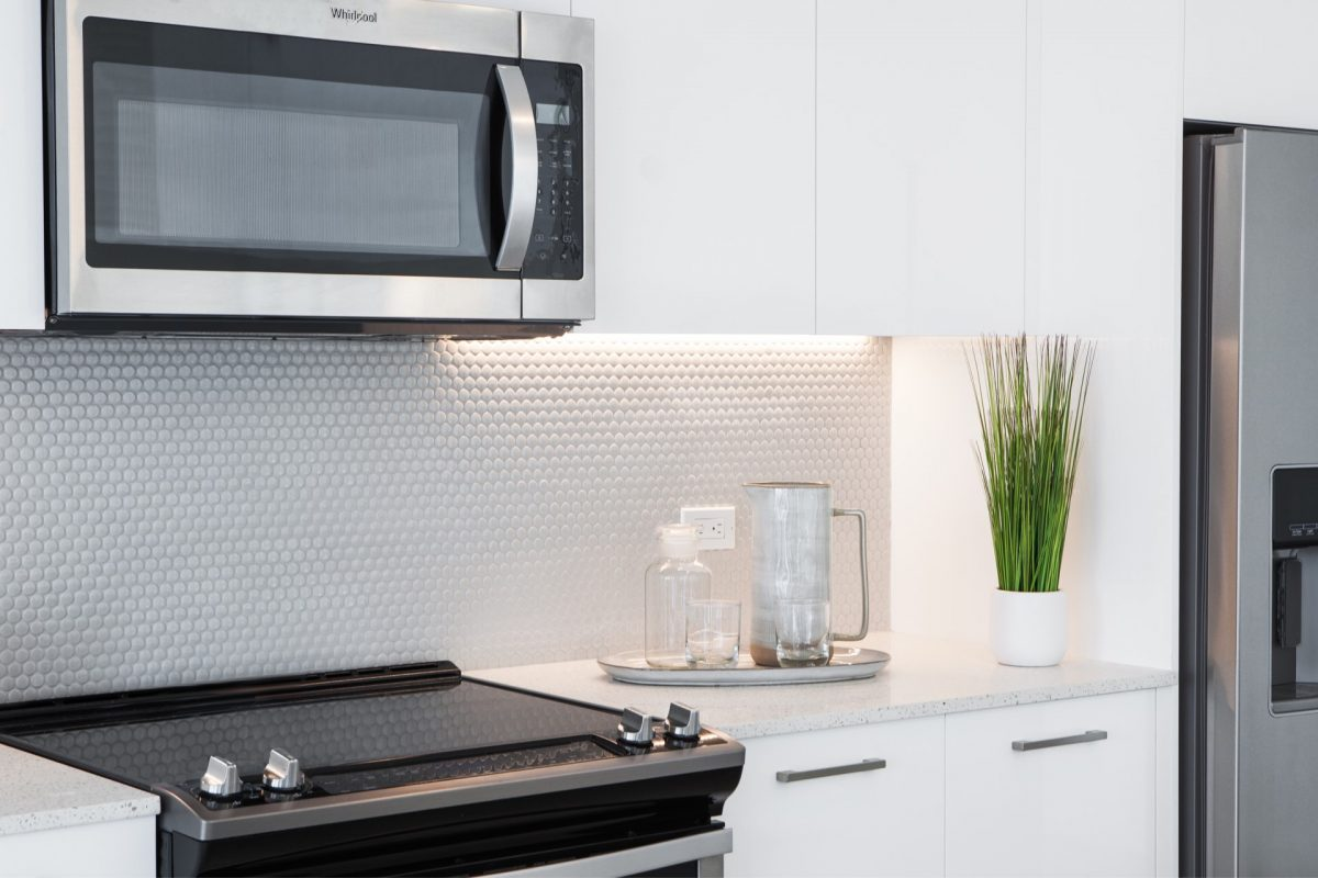 Our modern kitchens feature energy-efficient stainless steel appliances and stunning fixtures.